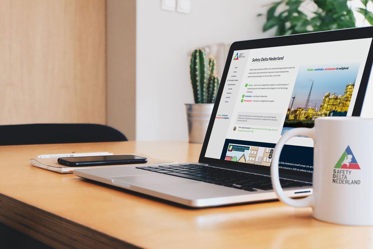 laptop met website safetydelta.nl